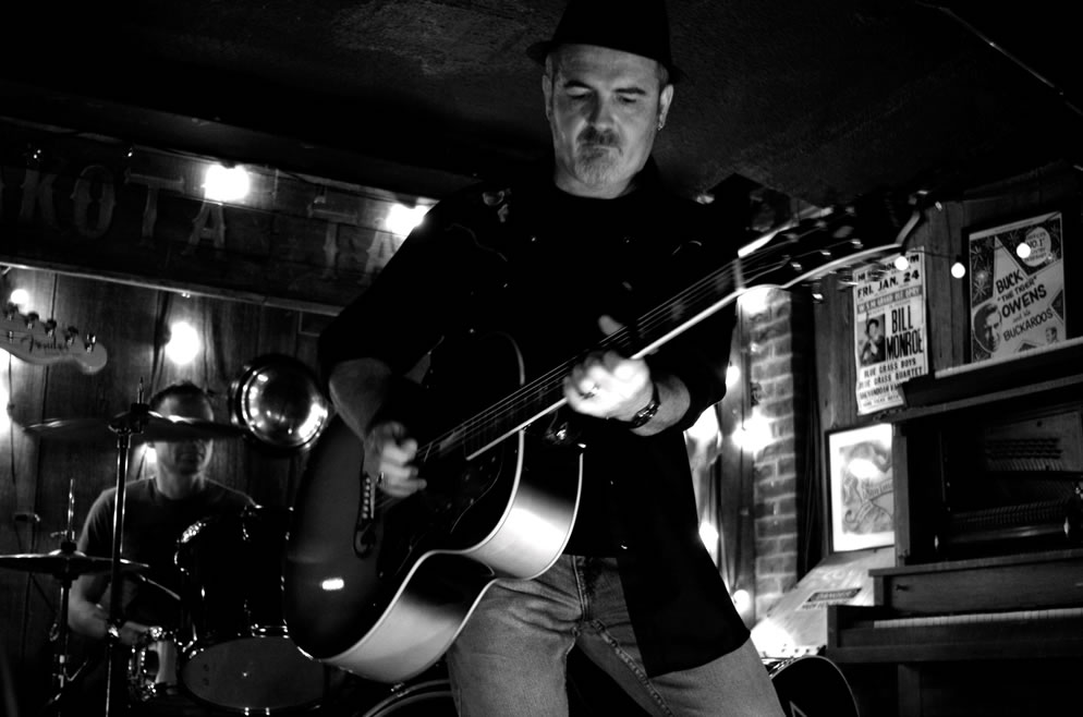 Live at Dakota Tavern, Toronto ON (Michelle Harris)